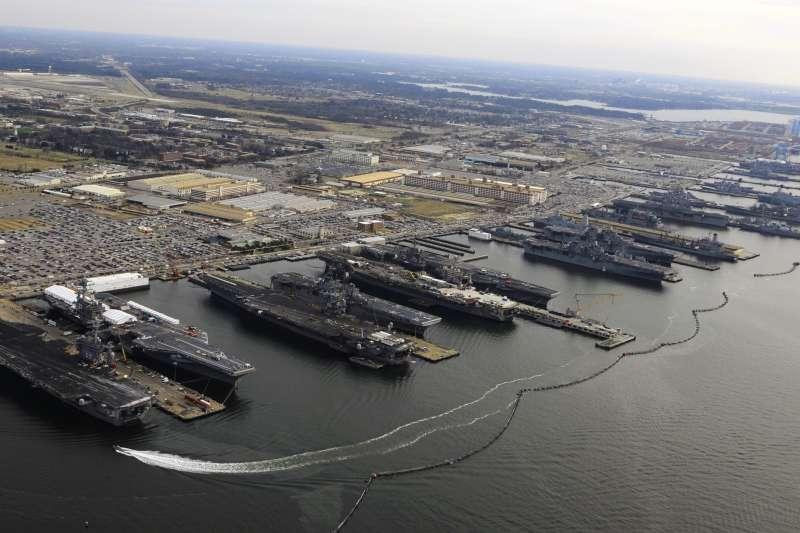 美國諾福克海軍基地(Naval Station Norfolk)(Wikipedia / Public Domain)