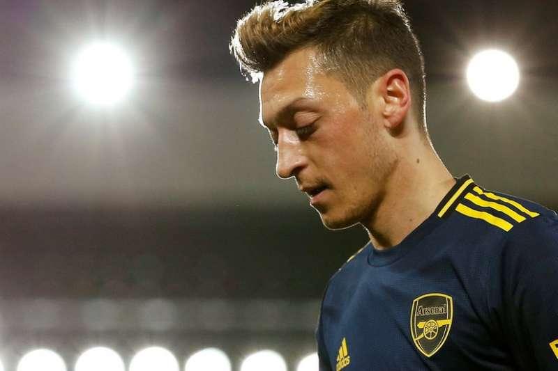德國土耳其裔球星厄齊爾(Mesut Özil)在Instagram上譴責中國對待新疆穆斯林的圖文,至今有約40萬人點讚。(BBC)