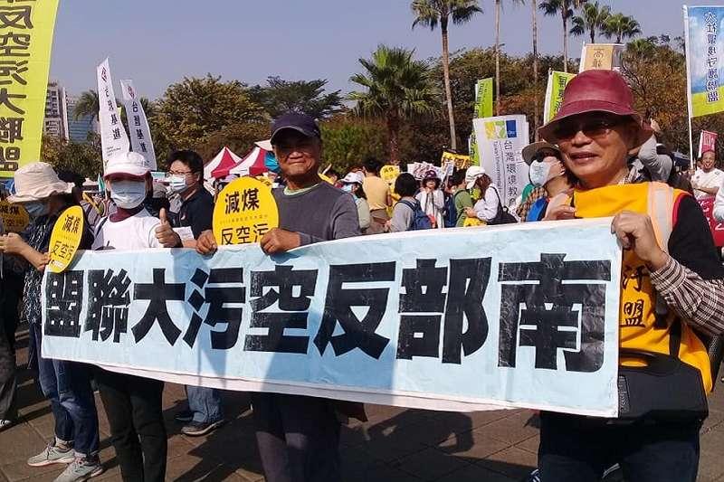 高雄反空汙大遊行,民眾要求還給高雄人乾淨空氣的運動權。(朱淑娟提供)