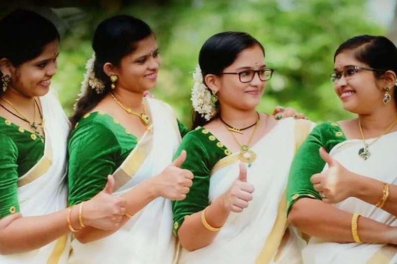 四姐妹在訂婚派對後合影。(BBC中文網)