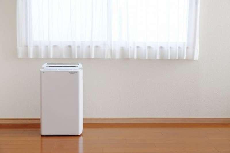 租屋處浴室容易發霉,到底該不該購入除濕機?(圖/取自photo AC)