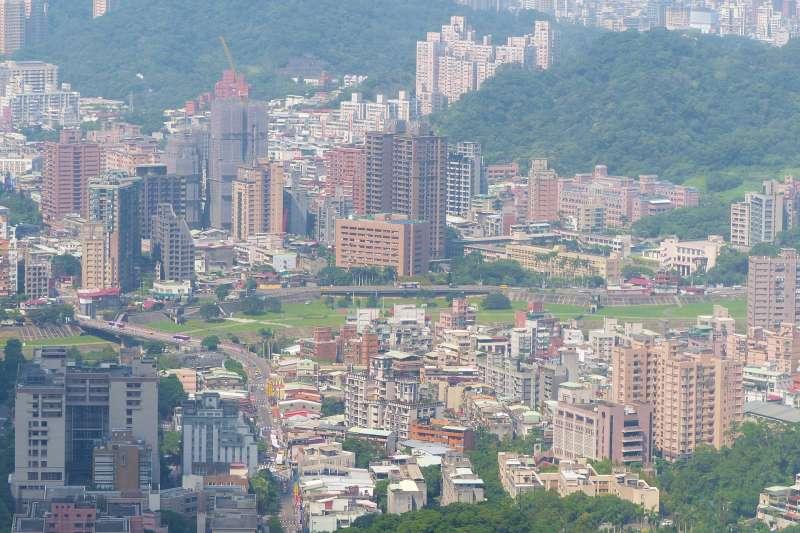 文山區不僅房價較為低廉,且環境較市區清幽,近年來已經成為許多人購屋的首選地帶。(圖/取自Wikipedia)