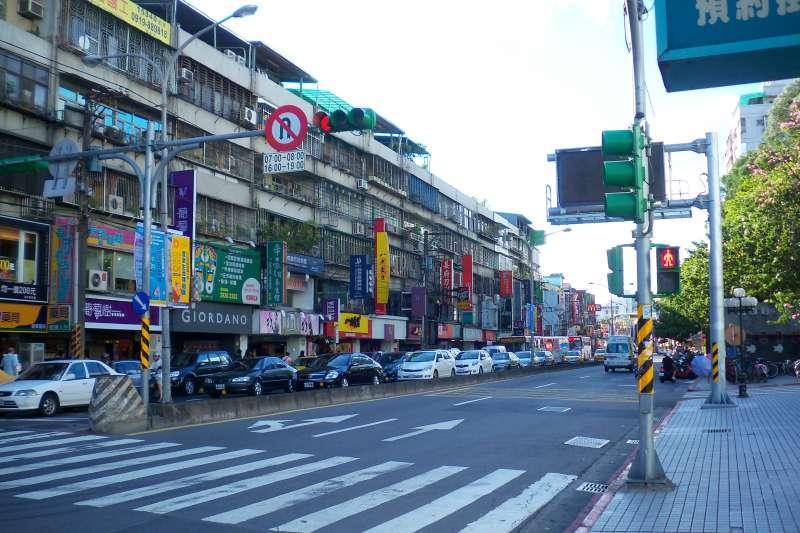 萬芳醫院附近商家林立,生活機能方便,考量家中長輩就醫需求,新興一群購屋族。(圖/取自Wikipedia)