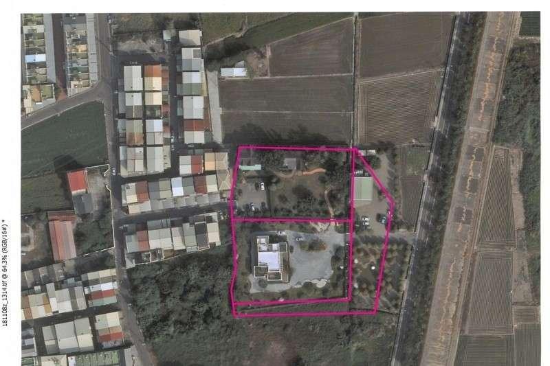 20191218-雲林縣立委候選人張嘉郡及其家族豪華農舍「青埔宮」(粉紅框線左下角白色建築物)曝光,違規面積還比韓國瑜農舍大16倍。(2018年時的空拍圖)