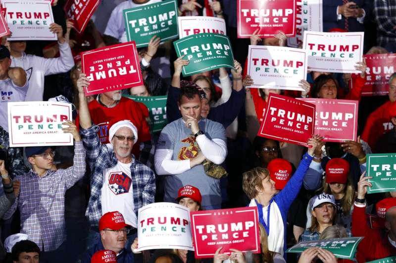 川普支持者、川粉、2019年12月18日美國聯邦眾議院議長裴洛西宣布彈劾川普總統,當時川普正在密西根舉行造勢,痛斥民主黨沒事找事做。(AP)