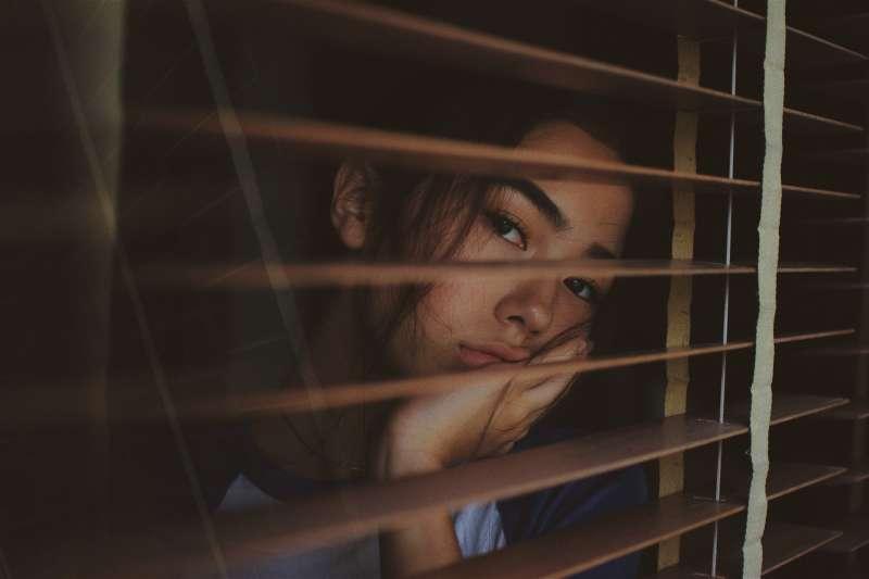 《南方週末》日前刊登報導「『不寒而慄』的愛情:北大自殺女生的聊天紀錄」在中國掀起討論熱潮(示意圖/Unsplash)