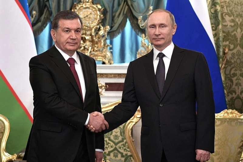 中亞國家烏茲別克總統米爾濟約耶夫(Shavkat Mirziyoyev)與俄羅斯總統藉京(Vladimir Putin)2017年4月5日合影(Wikipedia / Public Domain)