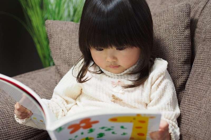 與沒有幻想朋友的孩子相比,多項研究指出,常跟幻想朋友對話的孩子,可能會有較好的語言能力。(圖/photo-ac)