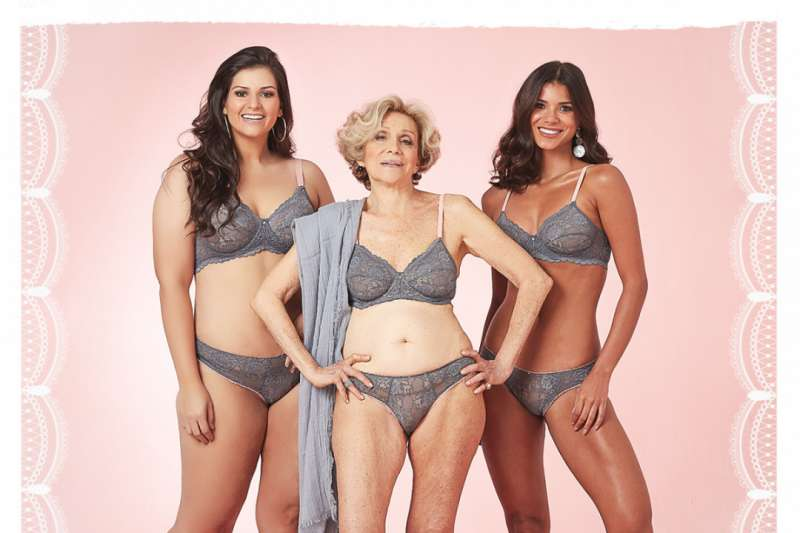 79歲的夏歌爾在鏡頭前優雅擺弄撩人姿態,詮釋她為60歲以上女性設計的內衣。(圖/ helenaschargel@instagram)