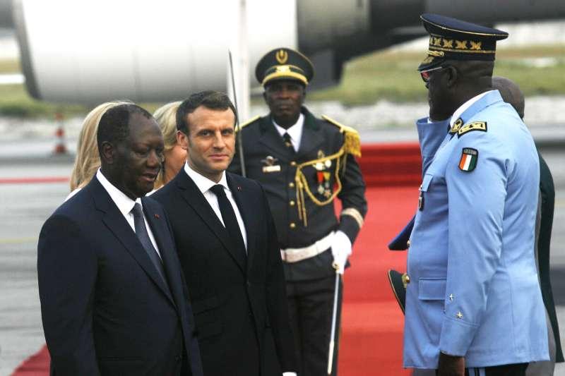 法國總統馬克宏與象牙海岸總統阿塔哈(AP)