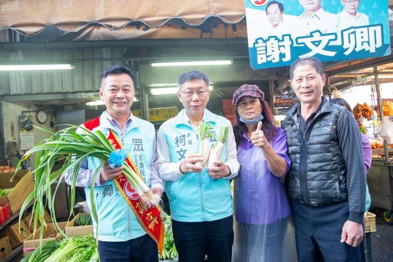 20191222-台灣民眾黨主席柯文哲(左二)22日為黨籍台中市立委候選人謝文卿(左一)輔選。(台灣民眾黨提供)