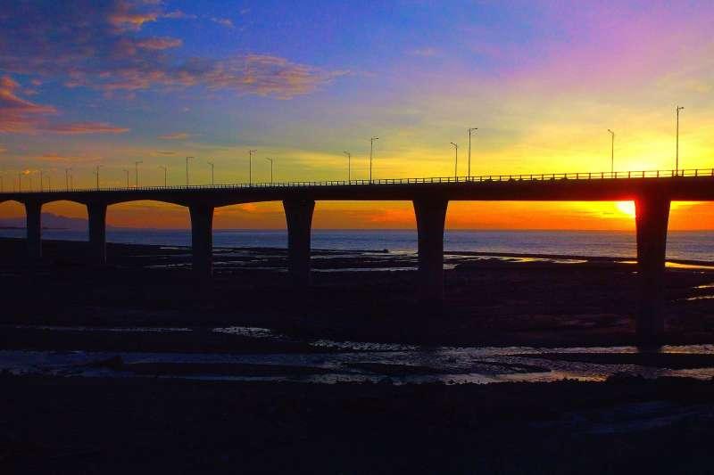 20191223金崙高架橋在尚未通車前就先在網路爆紅,11月入選公路總局「10大最美公路」決賽。(公路總局提供)