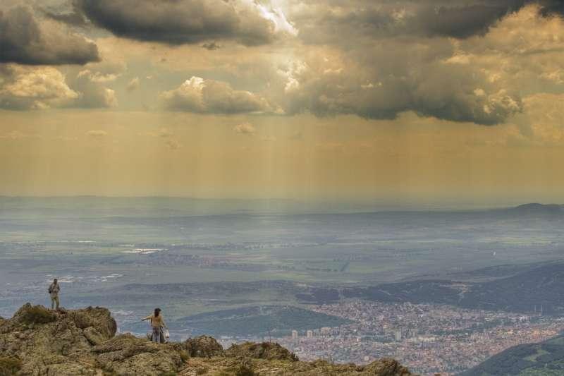 保加利亞中部城市斯利文鳥瞰圖。(取自維基百科)