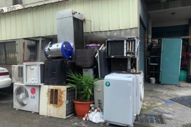未妥善回收家中的廢四機,除了影響環境整潔之外也會造成環境二次污染。(圖/環保署資源回收管理基金管理會提供)