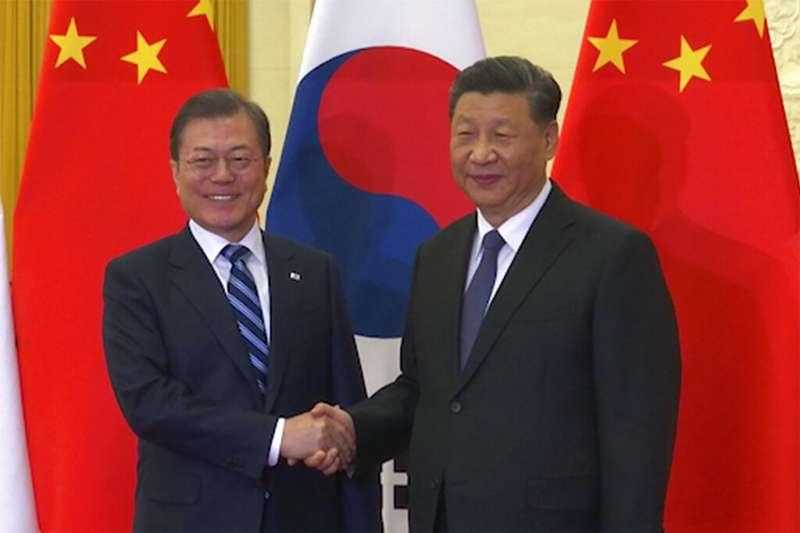 文在寅與習近平23日在北京會面。(美聯社)