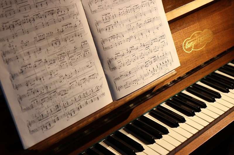 歐德漢、歐文與哈迪都相信,不被看見的翻譜員,就是最好的翻譜員。(圖/unsplash)