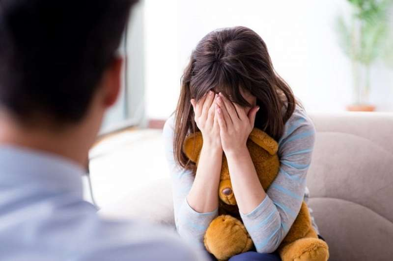 身邊是否有朋友也是情緒反覆難相處的類型?一起來認識邊緣型人格疾患。(圖/Hello醫師)