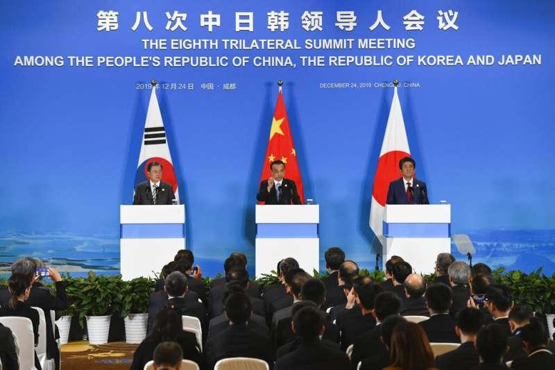 李克強、文在寅、安倍晉三在成都舉行中日韓領導人會議。(美聯社)