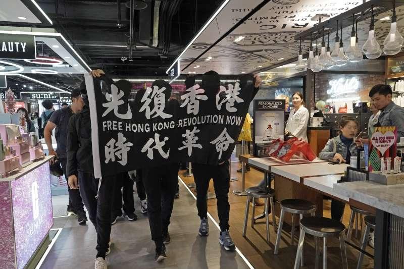 「香港邊城青年」強調,在「港版國安法」情勢下,任何指認港人逃亡組織、路線、做法的描述都會為留在本地的港人造成不必要的危險。(資料照,美聯社)