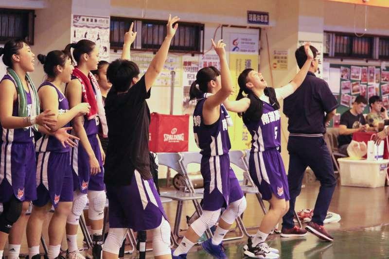 南湖穿回代表色「紫色」,教練和球員都認為:感覺真好。(Double Pump女子籃球誌提供)