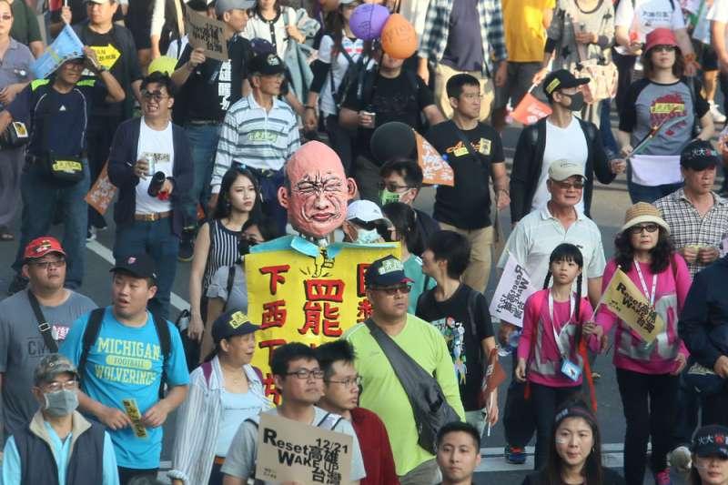 不少年輕人加入罷韓遊行,外界視為是「討厭韓國瑜」的人氣指標。(柯承惠攝)