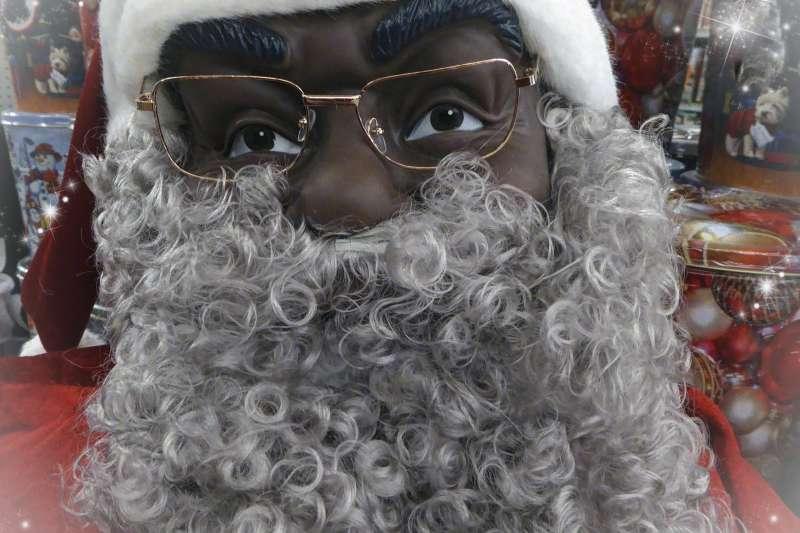 打播種族藩籬,黑人也能扮演聖誕老公公。(Linnaea Mallette@Needpix)