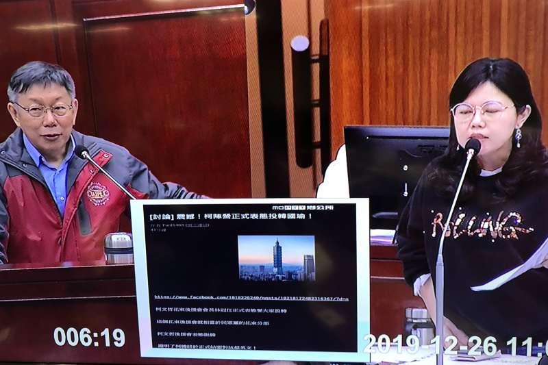 台北市長柯文哲(左)26日赴台北市議會備詢。(取自台北市議會直播)