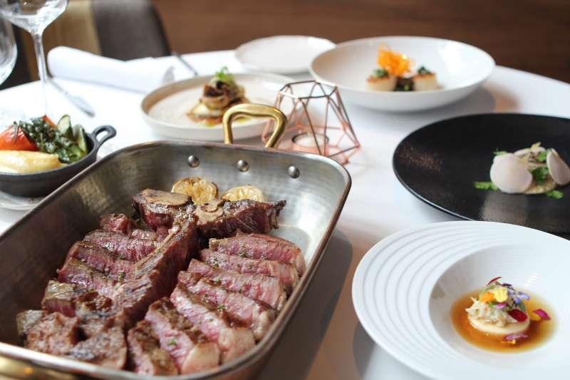 TK Seafood &  Steak以頂級美國牛排、海鮮料理為主打強項,並以獨家乾式熟成技術深受老饕喜愛。(圖/風傳媒攝)
