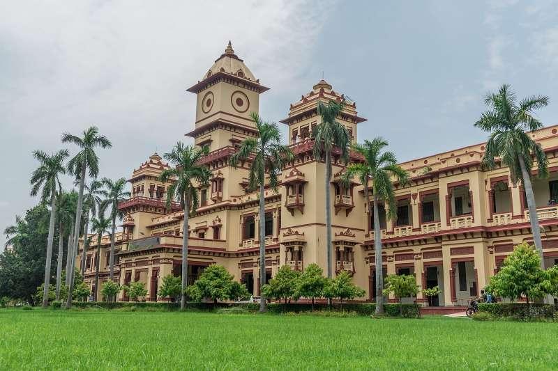 印度知名學府貝拿勒斯印度教大學開設「驅鬼課程」。(Kuber Patel@Wikipedia/CC BY-SA 4.0)