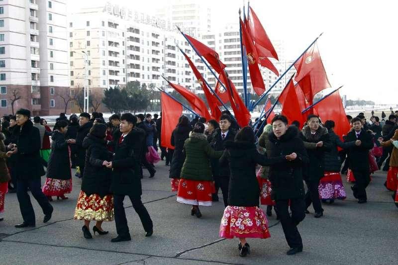 平壤街頭的北韓學生。(美聯社)