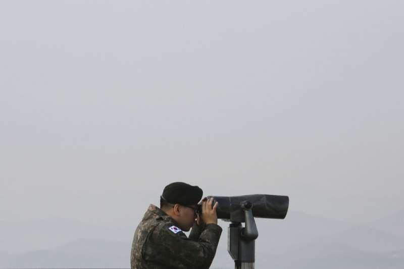 正在監看北韓動態的南韓士兵,朝鮮半島,南北韓。(美聯社)