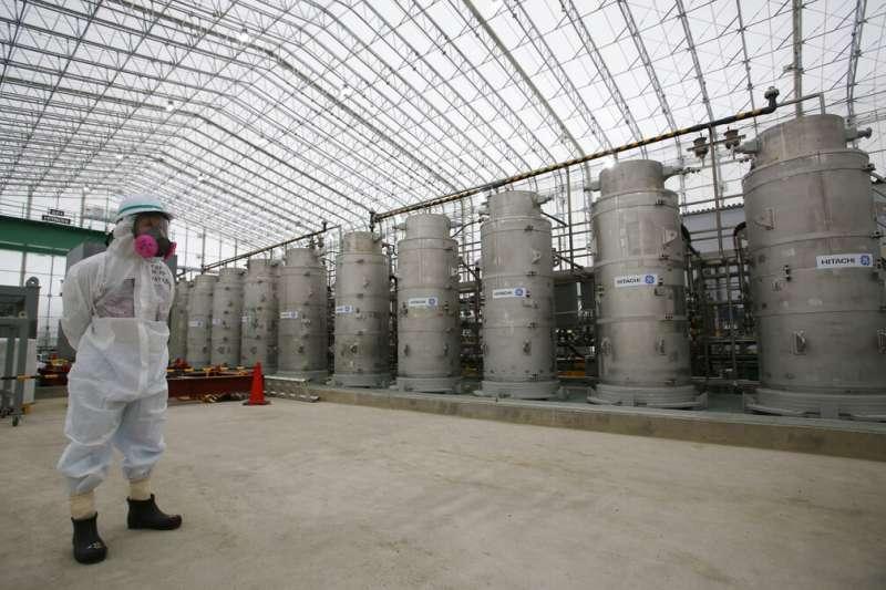 日本福島第一核電廠的污水儲存槽。(美聯社)