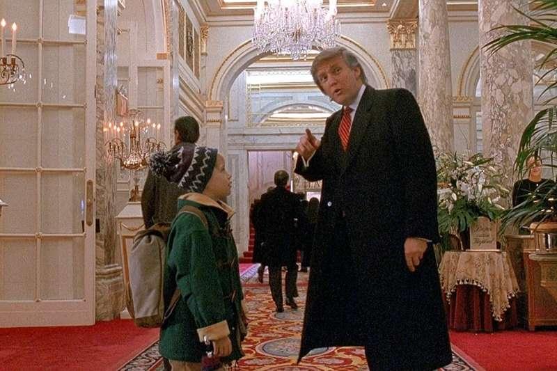 川普在電影《小鬼當家2》中客串片段遭加拿大廣播公司刪除(圖/IMDb)