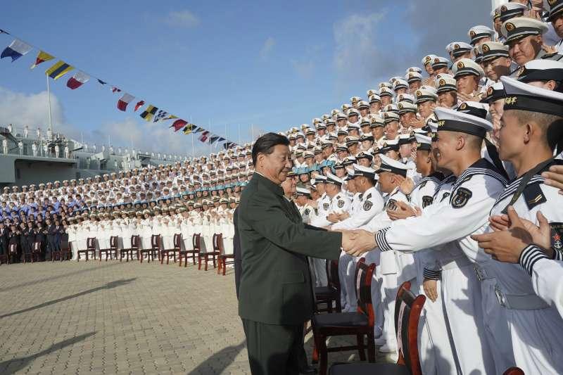 2019年12月,習近平主持中國第一艘國產航空母艦「山東號」下水典禮(AP)