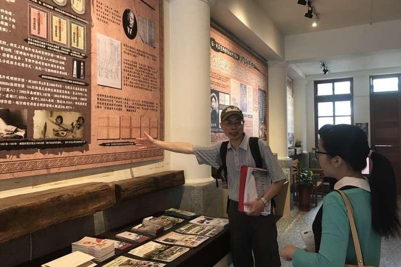 「自由之路」遊程中,結合了文史工作者、導覽團體一同為遊客導覽。