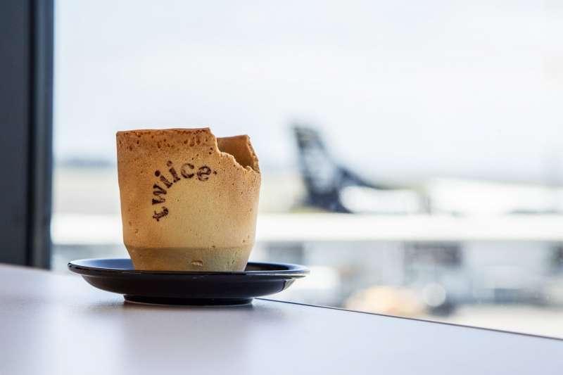 可以吃的咖啡杯!(圖/Air New Zealand@facebook)