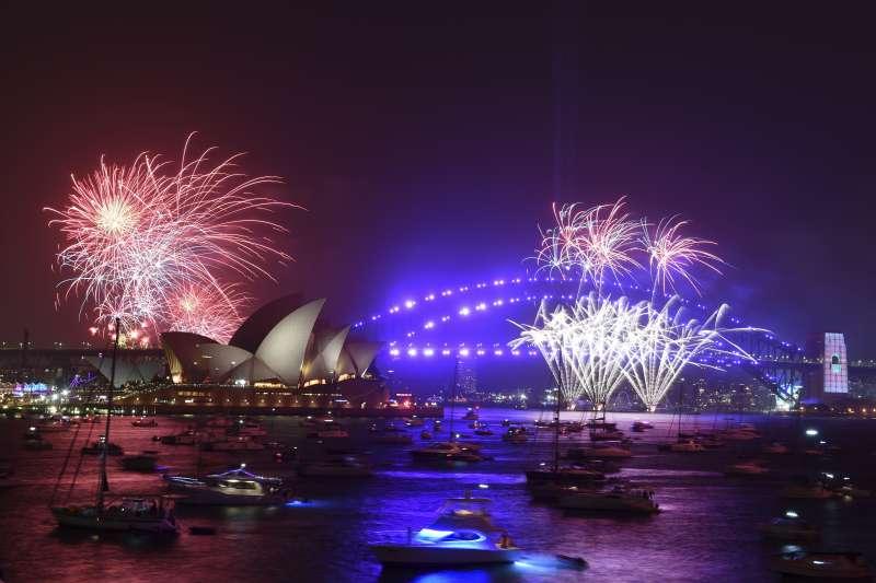 2020年來到,澳洲雪梨新年煙火秀(AP)