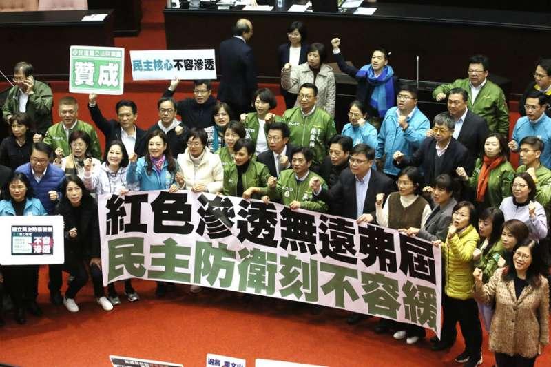 台大政治系教授張亞中直言,《反滲透法》很可能是美國對中國的「毒餌」,目的就是讓中國做出衝動性的反應,可能誘使中國對台灣動武。(資料照,柯承惠攝)