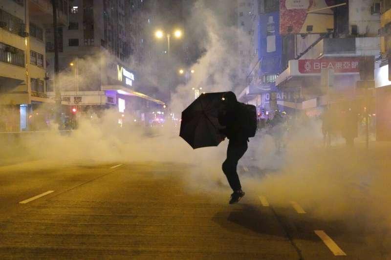 「光復香港、時代革命」是反修例運動中常聽見的口號,日前監警會報告出爐,支持警察執法的作為。(資料照,美聯社)