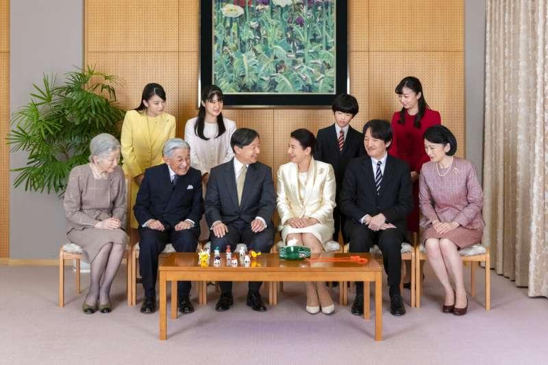 日本皇室的核心成員,天皇德仁的家族合照。(美聯社)