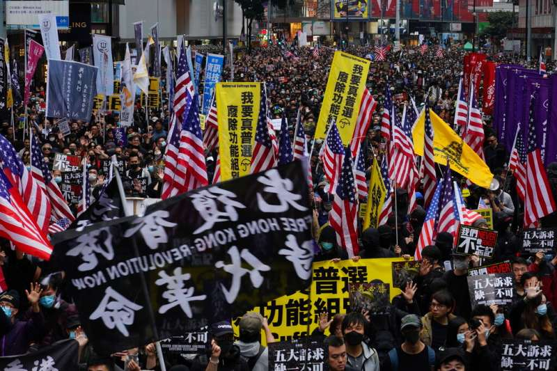 香港反送中、2020元旦,5500多人上街遊行。(AP)