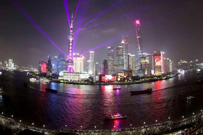 上海黃浦江夜色。(新華社)