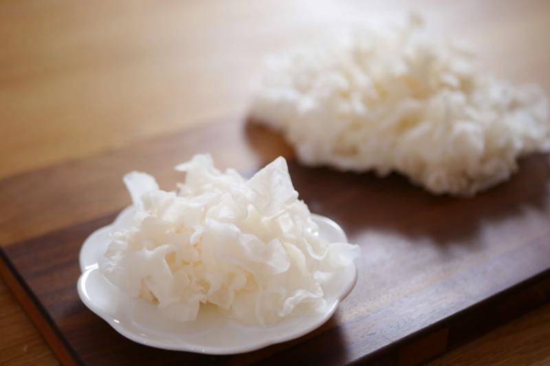 菌中之王白木耳含豐富膠質及膳食纖維,可幫助養生及順暢