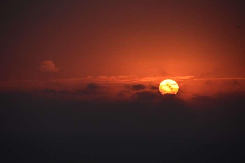 在浙江溫嶺市石塘鎮拍攝的日出。(新華社)