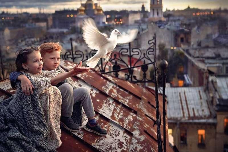 俄羅斯攝影師Elena Shumilova為自己的孩子拍攝許多照片,至今已獲得6000萬以上的觀看次數。(圖/Elena Shumilova官方IG)