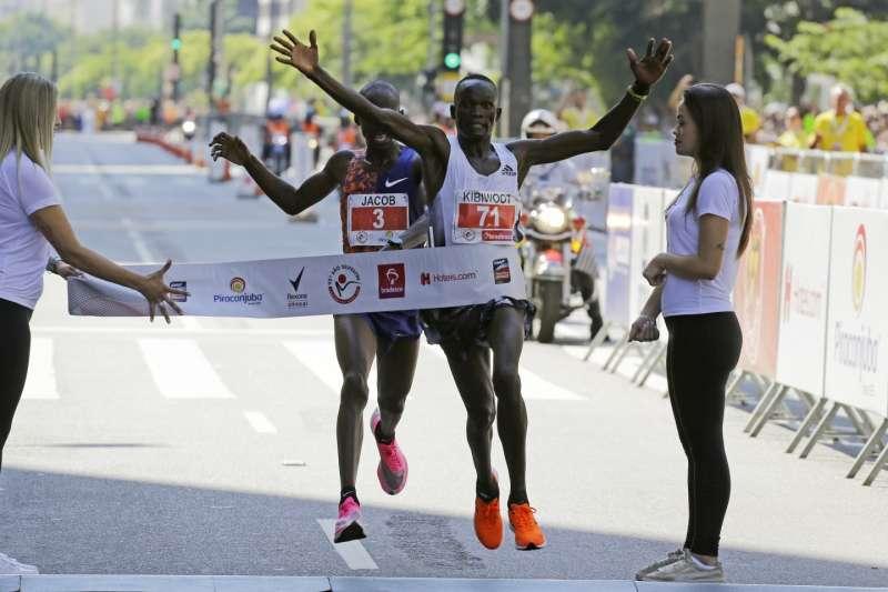 奧運選手基普理莫太大意被後來居上。(AP)