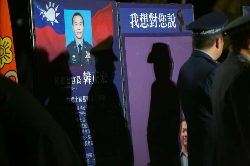 黑鷹直升機失事,造成總長在內共有8人不幸殉職。國防部在台北賓館設置追思會場。(取自總統府)