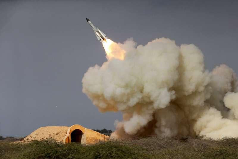 伊朗2016年12月發射S-200遠程飛彈。(AP)