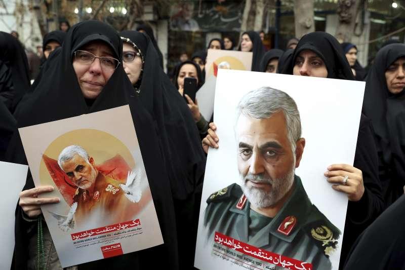 伊朗伊斯蘭革命衛隊特種部隊「聖城軍」司令蘇萊曼尼(Qasem Soleimani)遭美軍誅殺,伊拉克民眾群情悲憤。(AP)