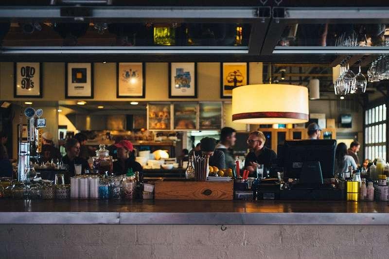 是不是有時候到了國外咖啡廳想點杯客製的咖啡覺得欲言又止呢? (圖/unsplash)